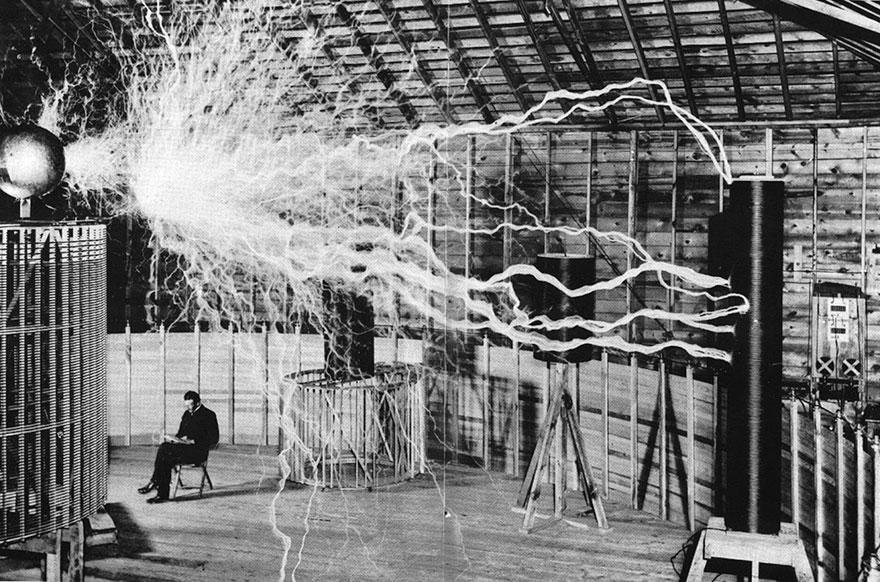 photos historiques Tesla