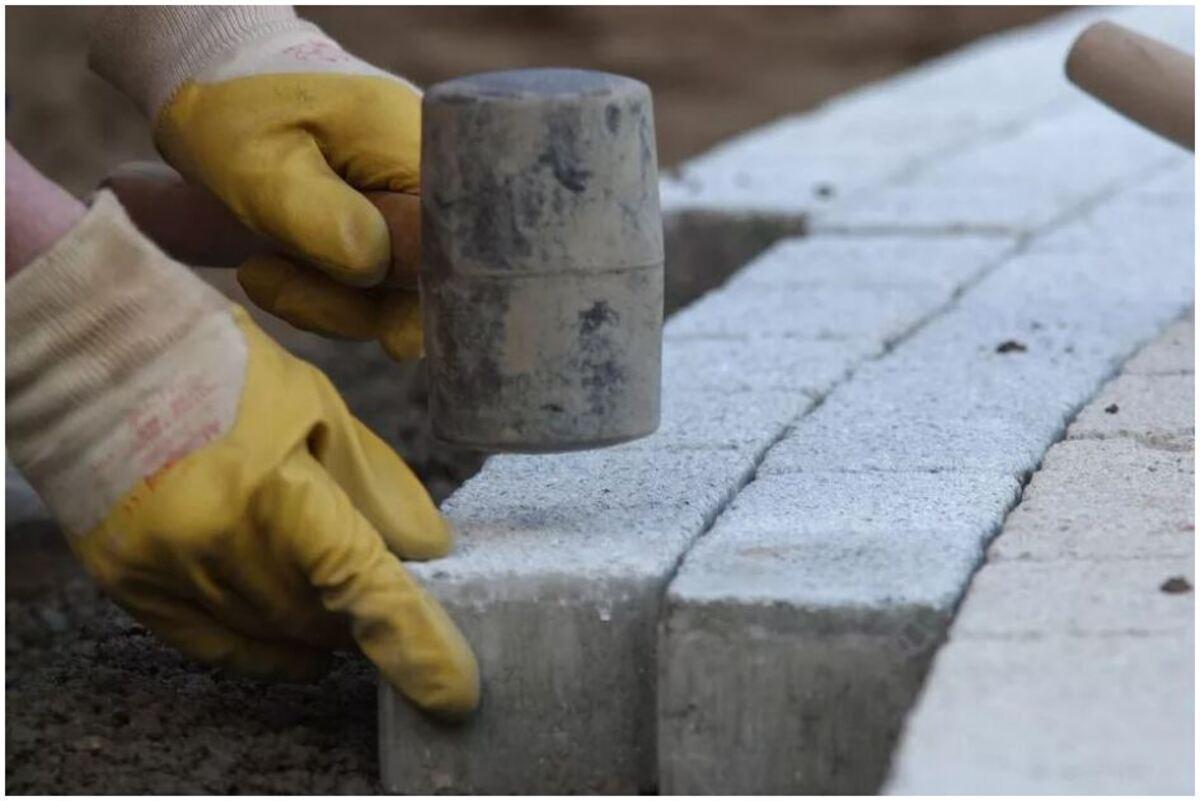 pose de briques en béton